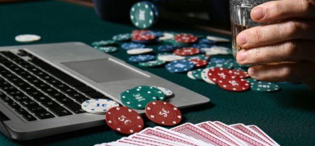 Cara Bermain Poker Online Dengan Teman-Teman Selama Terkunci