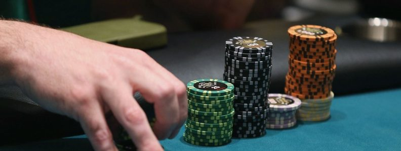 Terpaksa bermain poker online berfungsi sebagai pengingat mengapa kita membutuhkan kontak manusia