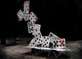Kartu Poker Jatuh ke Meja