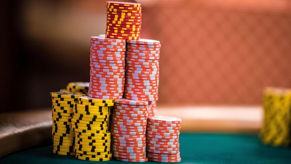 Turnamen poker on-line menghasilkan jumlah entri